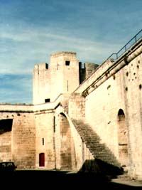Nárožní věž z vnitří strany hradeb