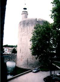 Předsunutá věž