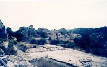 Pokus o přehledný pohled na hrad Baux