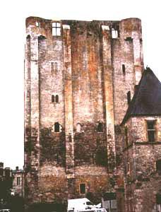 Donjon Beaugency od východu
