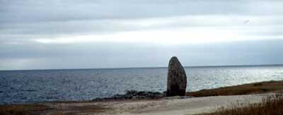 Menhir na pobřeží